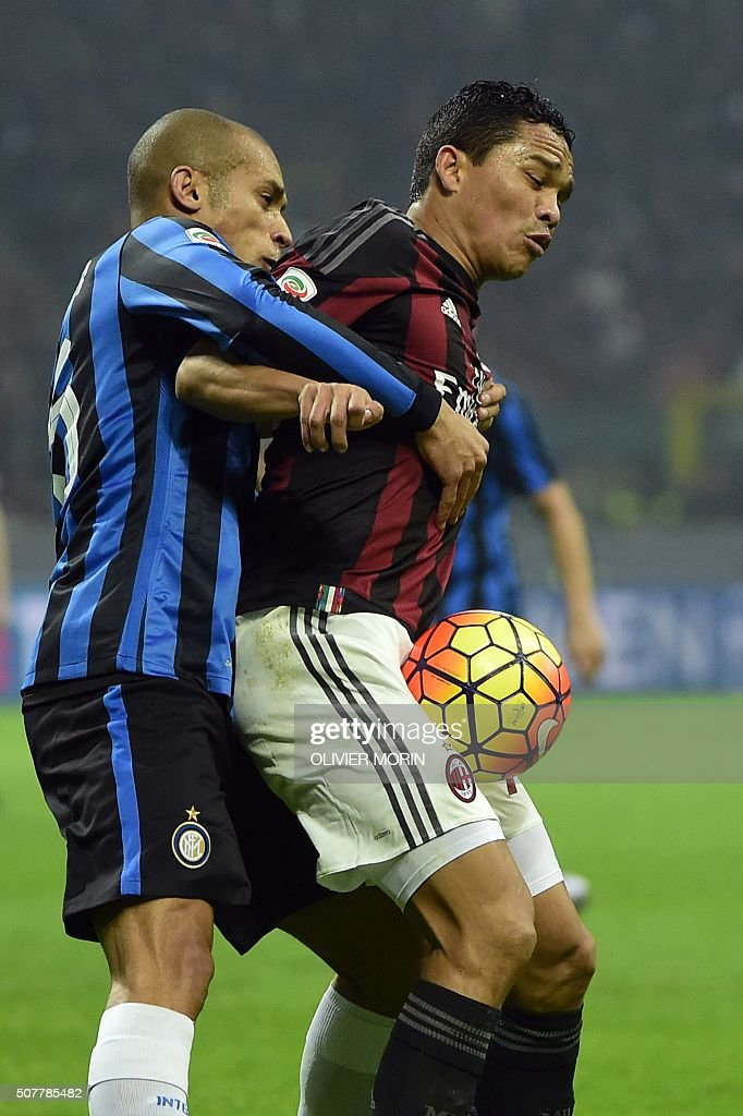 AC Milan's Colombian forward Carlos Bacca(R) vies for the ball with Inter Milan's Brazilian defender Joao Miranda during the Italian Serie A football match between AC Milan and Inter Milan on January 31, 2016 at the San Siro Stadium stadium in Milan. / AFP / OLIVIER