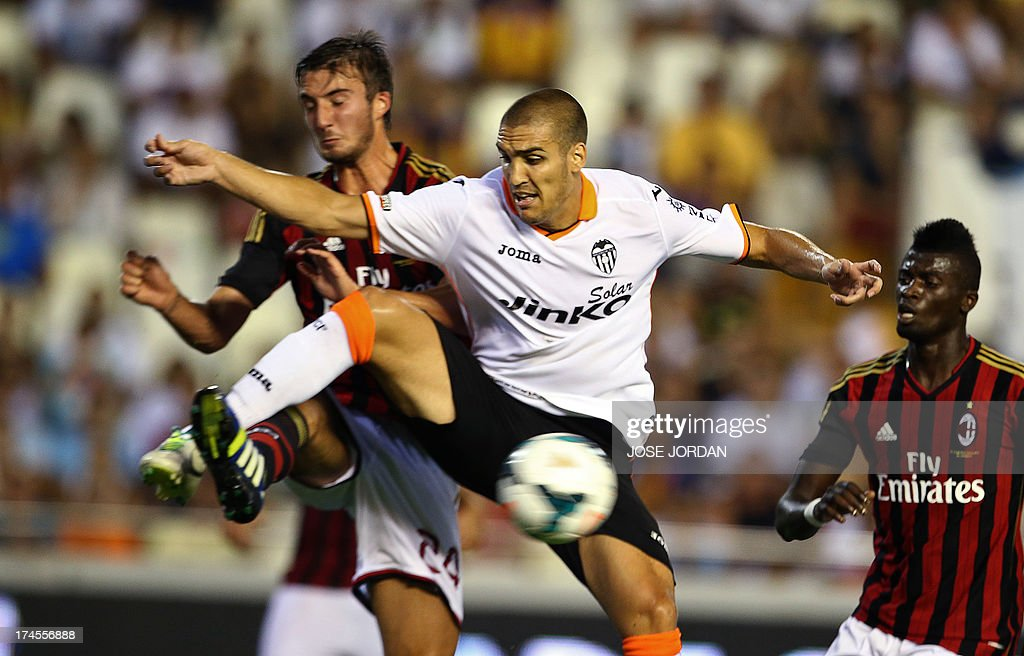 FBL-ESP-ITA-VALENCIA-MILAN : News Photo