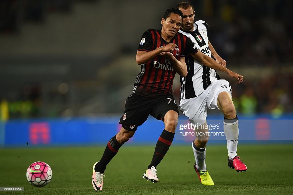 AC Milan's forward from Colombia Carlos Bacca (L) fights for the ball with Juventus' defender from Italy Giorgio Chiellini during the Italian Tim Cup final football match AC Milan vs Juventus on May 21, 2016 at the Olympic Stadium in Rome.