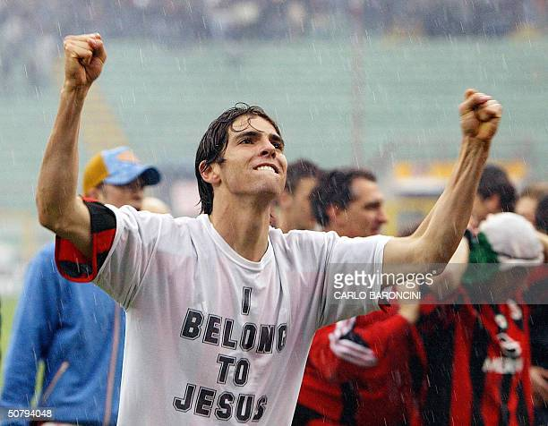 Milan's forward Kaka of Brazil celebrates at the end of the AC Milan vs AS Roma Serie A football match at Milan's San Siro stadium 02 May 2004 AC...