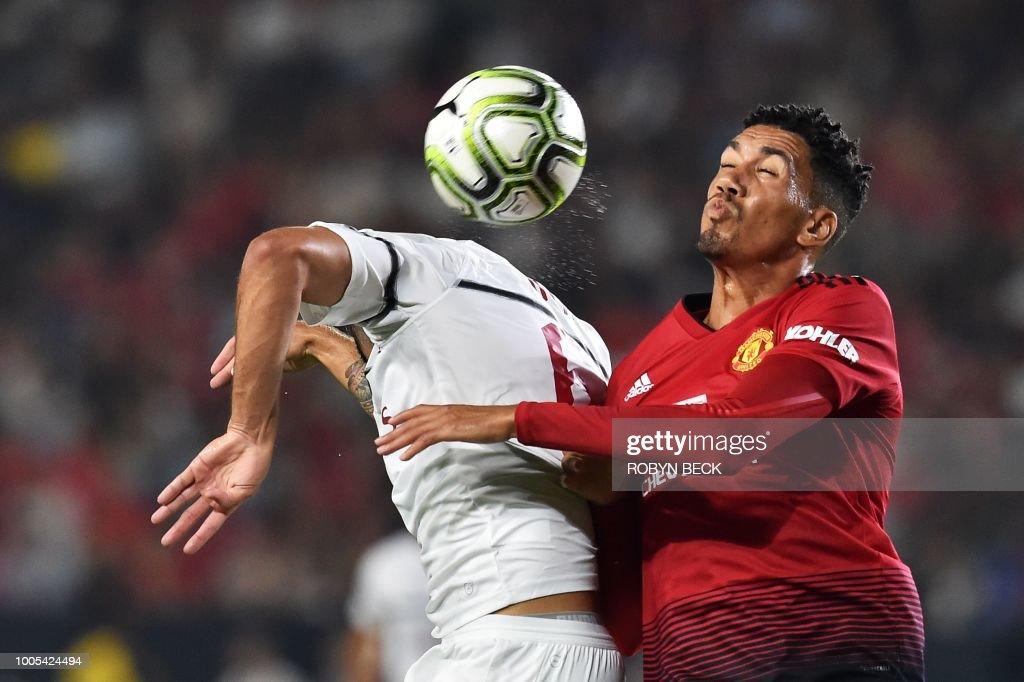 TOPSHOT-FBL-US-ICC-MILAN-MAN UTD : News Photo