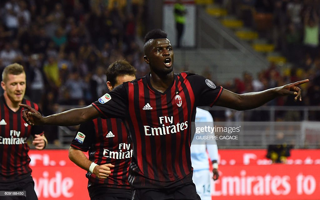 AC Milan's French forward from France Mbaye Niang celebrates after scoring a goal during the Italian Serie A football match between AC Milan and SS Lazio at the San Siro Stadium in Milan, on September 20, 2016. / AFP / GIUSEPPE
