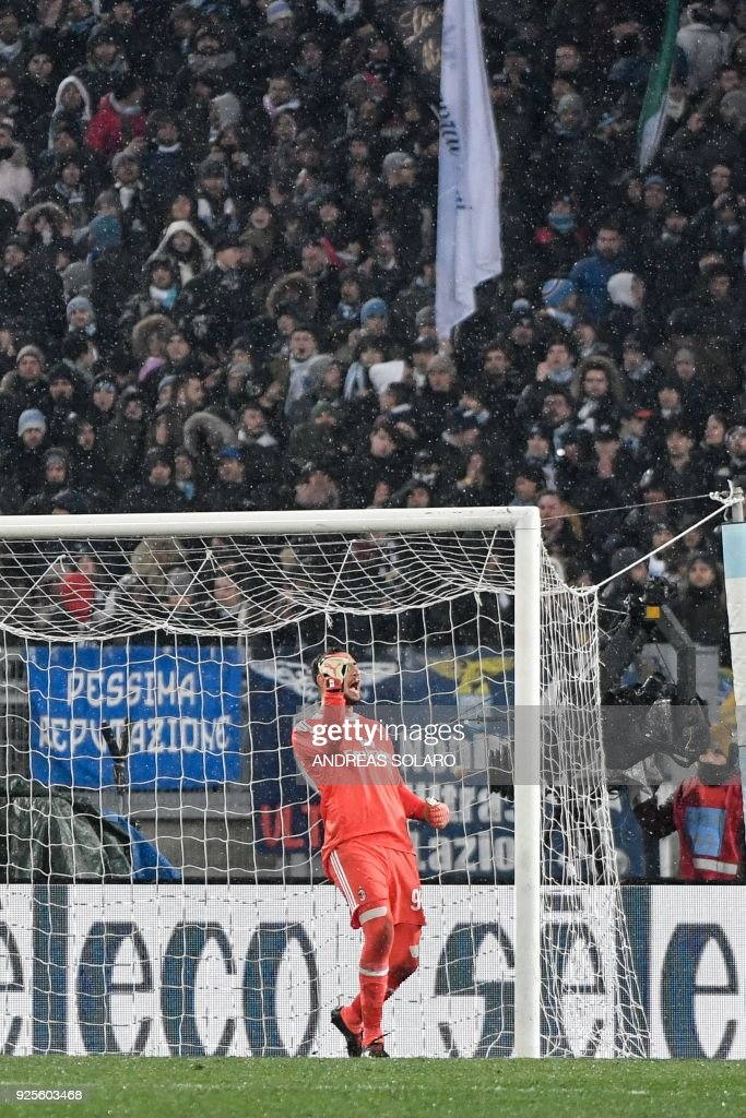 AC Milan's goalkeeper from Italy Gianluigi Donnarumma celebrates saving during a penalty shoot out in the Italian Tim Cup semi-final football match between Lazio and Milan at The 'Olympic' Stadium in Rome on February 28, 2018. / AFP PHOTO / Andreas SOLARO