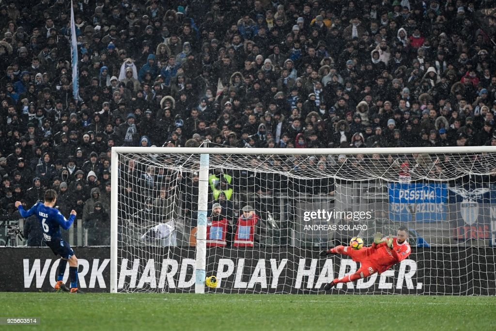 AC Milan's goalkeeper from Italy Gianluigi Donnarumma (R) makes a save during a penalty shoot out in the Italian Tim Cup semi-final football match between Lazio and Milan at The 'Olympic' Stadium in Rome on February 28, 2018. / AFP PHOTO / Andreas SOLARO