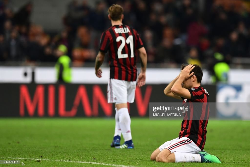 AC Milan's Italian midfielder Giacomo Bonaventura gestures after missing a goal opportunity during the Italian Serie A football match between AC Milan and Sassuolo at the San Siro stadium in Milan on April 8, 2018. /