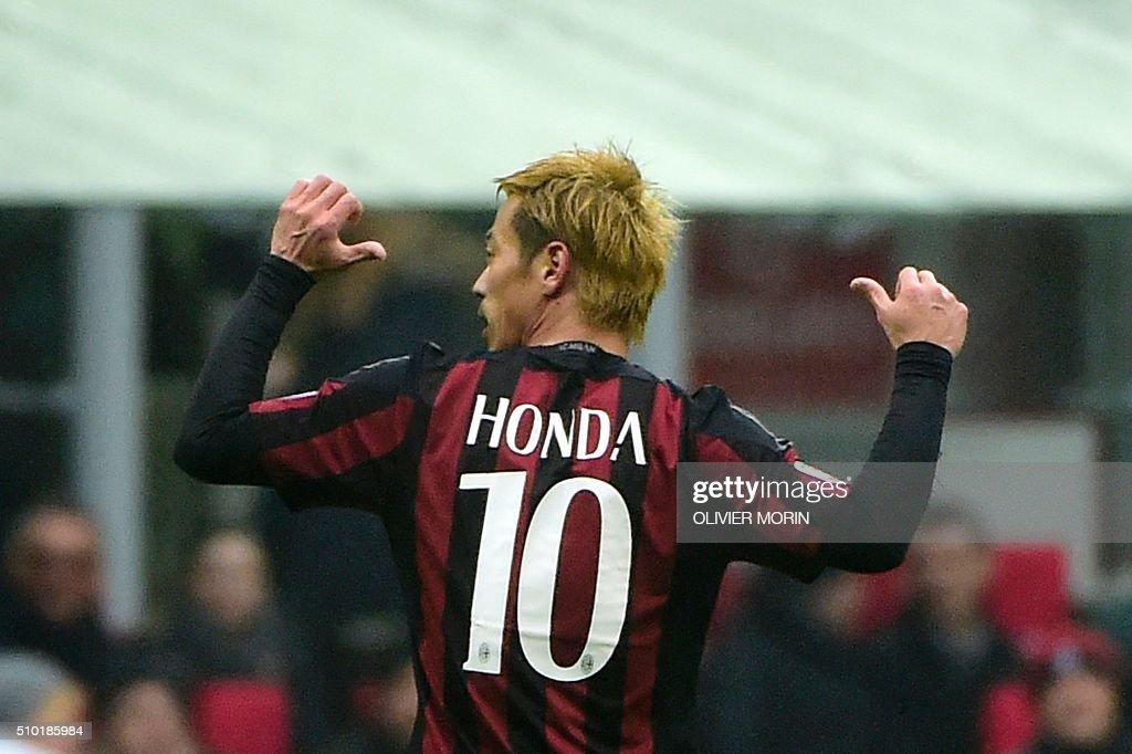 AC Milan's Japanese midfielder Keisuke Honda celebrates after scoring during the Italian Serie A football match AC Milan vs Genoa on February 14, 2016 at the San Siro Stadium stadium in Milan. / AFP / OLIVIER