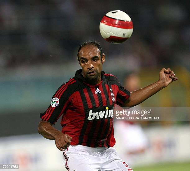Milan's midfielder Ferreira Emerson controls the ball during their Serie A football match at Palermo's Barbera Stadium, 26 September 2007. AFP PHOTO...