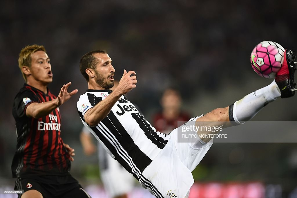 AC Milan's midfielder from Japan Keisuke Honda (L) fights for the ball with Juventus' defender from Italy Giorgio Chiellini during the Italian Tim Cup final football match AC Milan vs Juventus on May 21, 2016 at the Olympic Stadium in Rome.