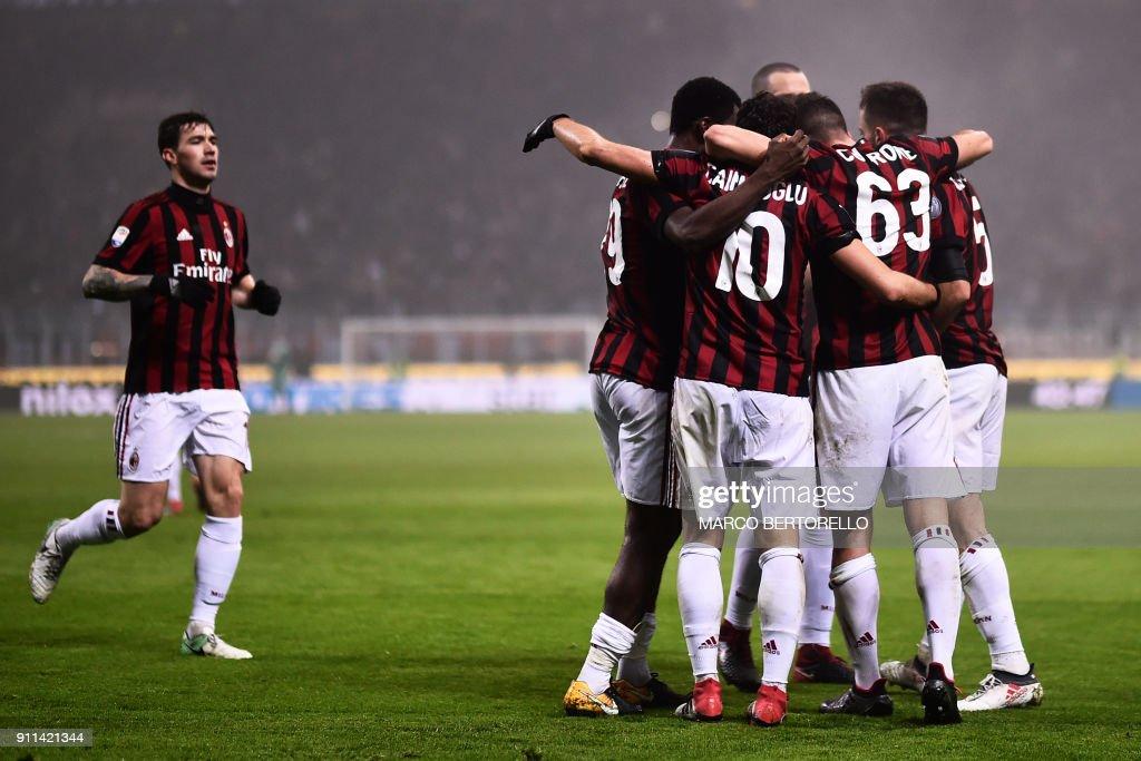 AC Milan's midfielder Giacomo Bonaventura (R) celebrates with teammates after scoring during the Italian Serie A football match AC Milan Vs Lazio on January 28, 2018 at the 'Giuseppe Meazza' Stadium in Milan. /