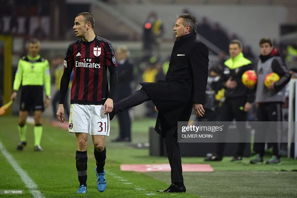 AC Milan's Serbian coach Sinisa Mihajlovic (R) gestures next to AC Milan's Italian defender Luca Antonelli (L) during the Italian Serie A football match between AC Milan and Inter Milan on January 31, 2016 at the San Siro Stadium stadium in Milan. / AFP / OLIVIER