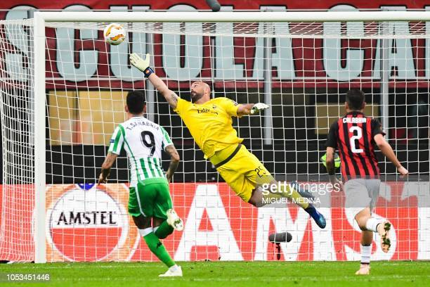 AC Milan's Spanish goalkeeper Pepe Reina fails to stop a goal by Real Betis' Argentine midfielder Giovani Lo Celso during the UEFA Europa League...