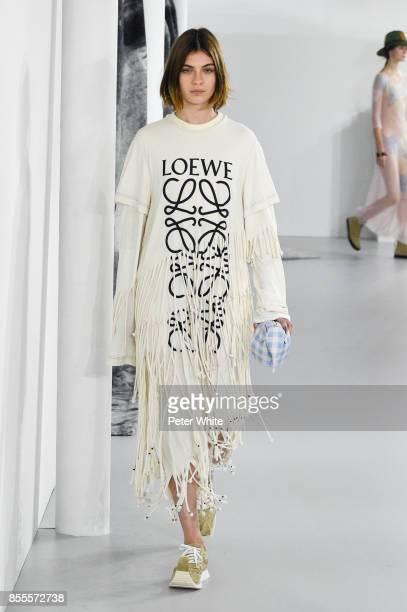 Milena Litvinovskaya walks the runway during the Loewe show as part of the Paris Fashion Week Womenswear Spring/Summer 2018 on September 29, 2017 in...