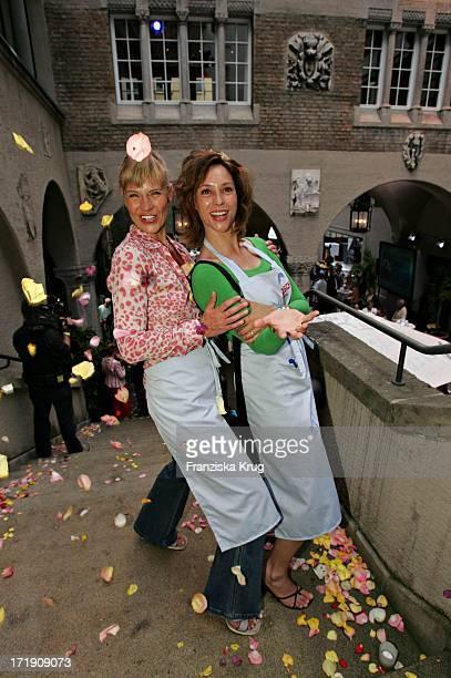 Milena Peradovic Und Carin C Tietze Bei Der Unicef Gourmetreise Friendship Komm An Bord Zugunsten Des Unicef Hilfsprojekt Kampf Gegen Aids In...