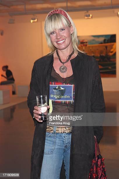 """Milena Preradovic Bei Der Tommy Hilfiger Ausstellung """"Noise"""" In Berlin ."""