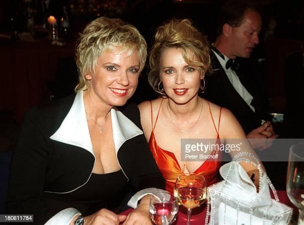 """Milena Preradovic, Tina Ruland, , Gala """"Deutscher Fernsehpreis 2002"""", Köln, 5.10.2002, """"Coloneum"""", Glas, Getränk, Party, Dekollete, P.-NR.896/2002,..."""