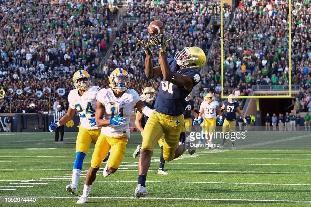 Miles Boykin of the Notre Dame Fighting Irish catches a touchdown pass against Dane Jackson of the Pittsburgh Panthers to take the lead in the second...