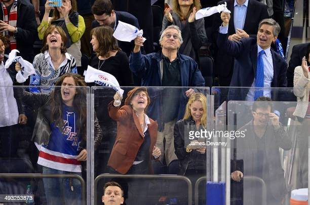Miles Robbins Susan Sarandon Robert De Niro Tracy Pollan and Michael J Fox attend Montreal Canadiens vs New York Rangers playoff game at Madison...