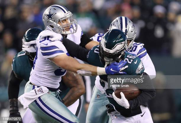 Miles Sanders of the Philadelphia Eagles runs with the ball against Sean Lee of the Dallas Cowboys during the first half in the game at Lincoln...