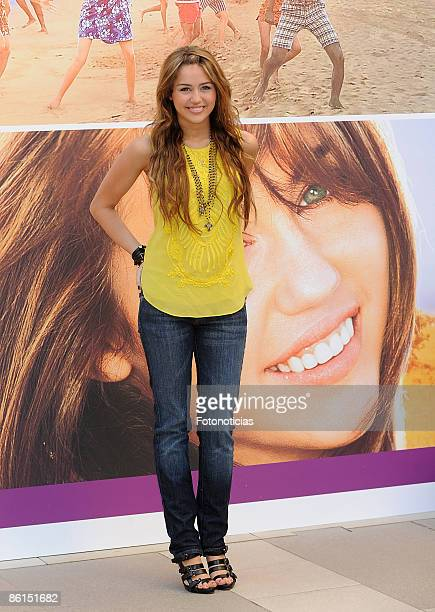 """Miley Cyrus attends """"Hannah Montana:The Movie"""" photocall, at Villa Magna Hotel on April 22, 2009 in Madrid, Spain."""