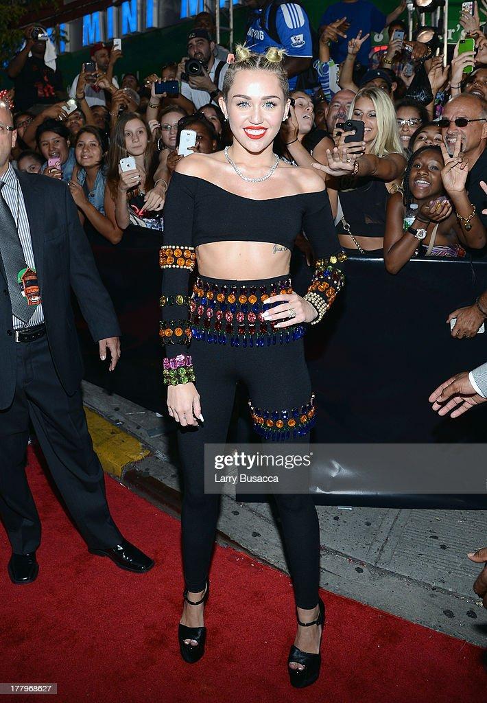 2013 MTV Video Music Awards - Red Carpet : News Photo
