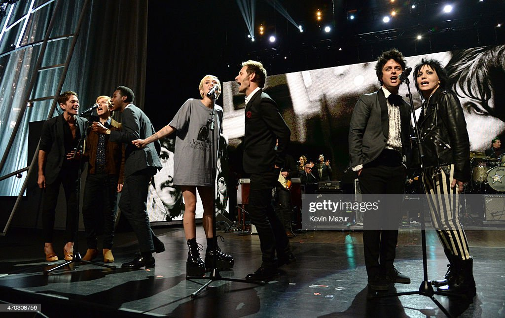 Miley Cyrus, Mike Dirnt, Billie Joe Armstrong, Joan Jett, Paul McCartney and Ringo Starr perform onstage during the 30th Annual Rock And Roll Hall Of Fame Induction Ceremony at Public Hall on April 18, 2015 in Cleveland, Ohio.
