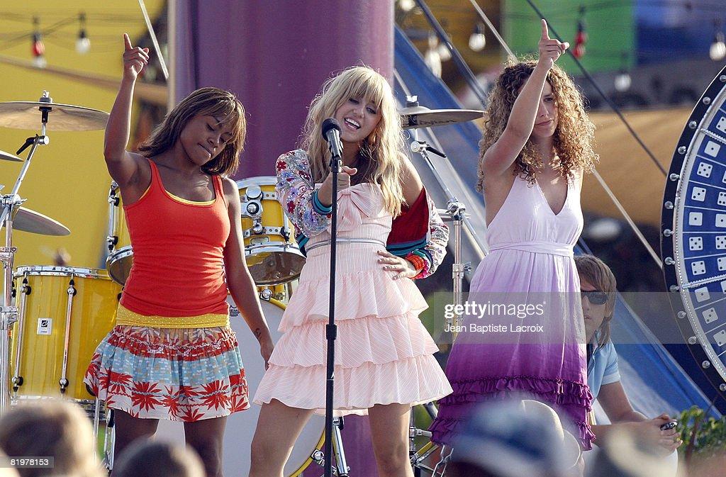 Celebrity Sightings In Los Angeles - July 15, 2008 : ニュース写真