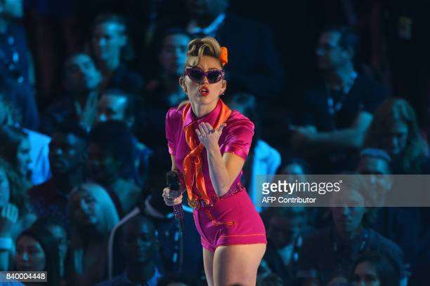 TOPSHOT Miley Cyrus performs onstage at the MTV Video Music Awards 2017 In Inglewood California on August 27 2017 / AFP PHOTO / JeanBaptiste LACROIX