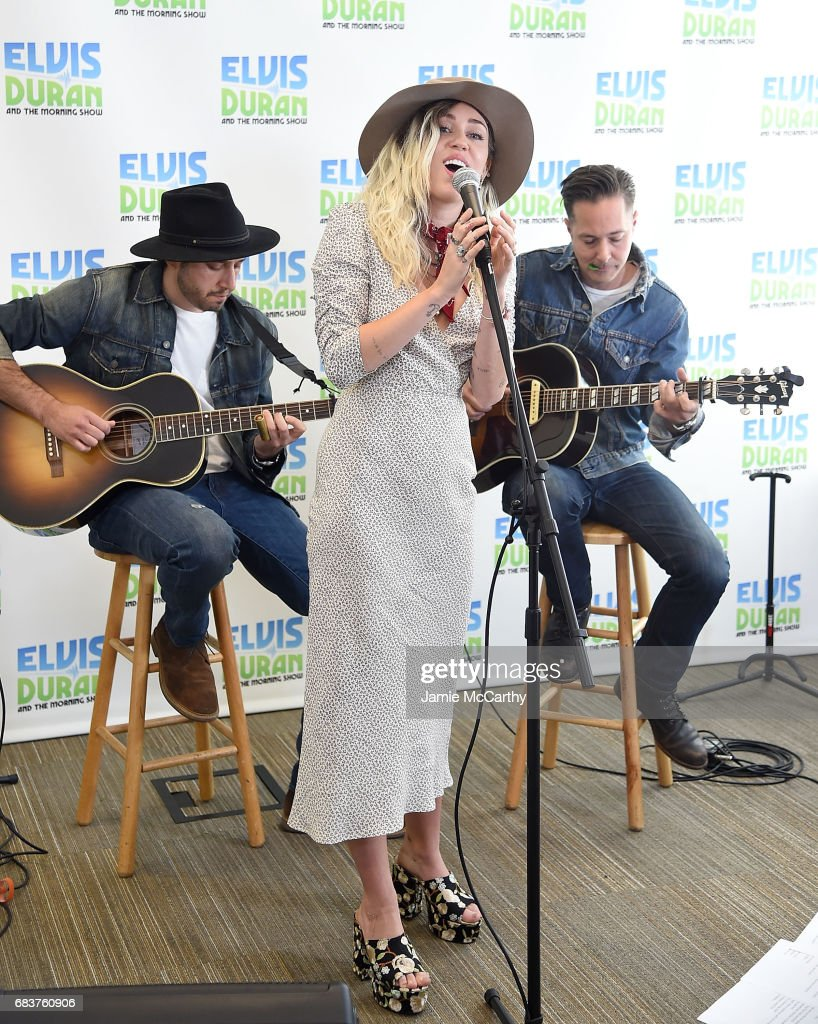 Miley Cyrus perfroms on 'The Elvis Duran Z100 Morning Show' at Z100 Studio on May 16, 2017 in New York City.