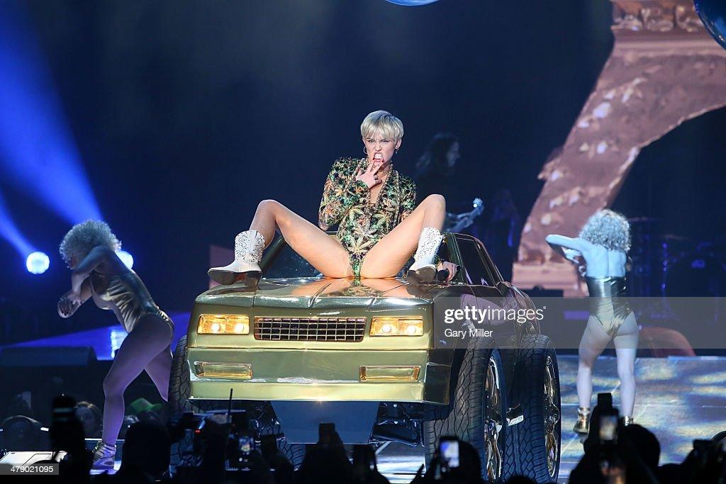 Miley Cyrus In Concert - San Antonio, TX : News Photo