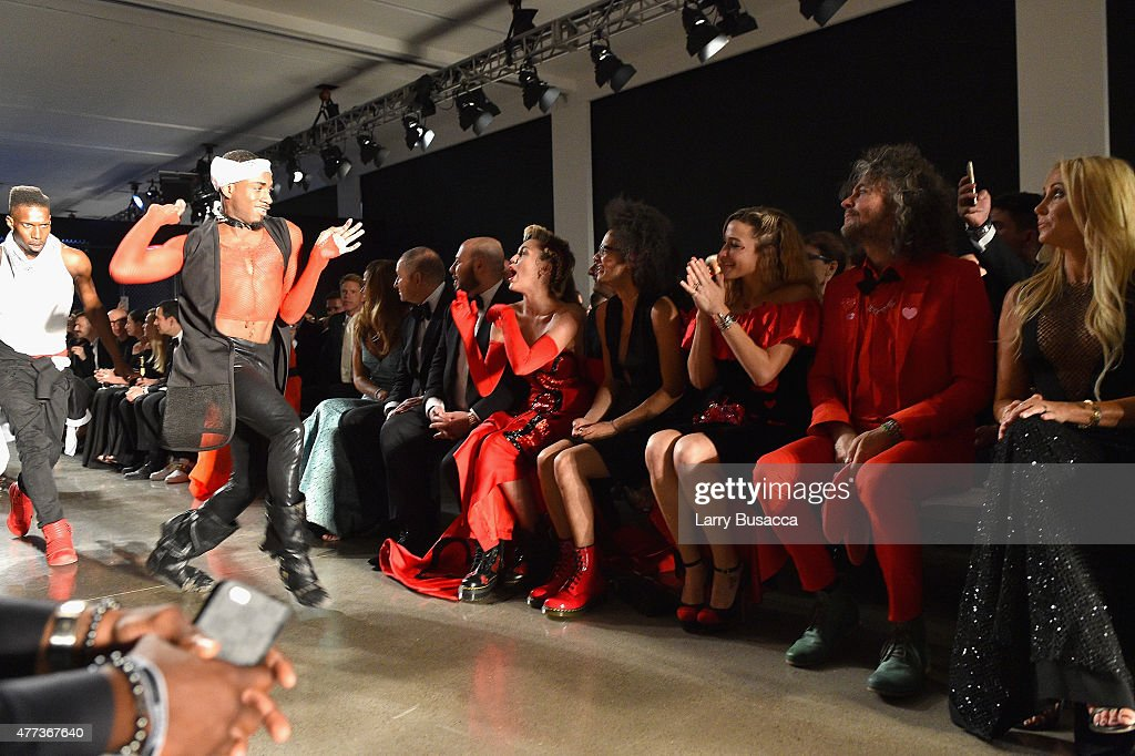 Miley Cyrus, Tyler Ford, Katy Weaver and Wayne Coyne sit front row at the 2015 amfAR Inspiration Gala New York at Spring Studios on June 16, 2015 in New York City.