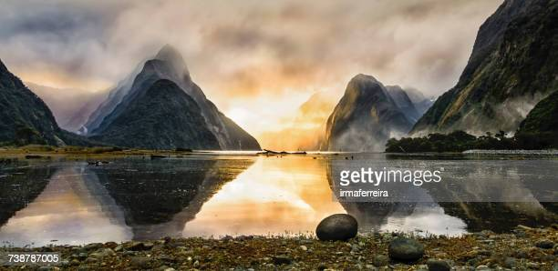 milford sound mist at sunset, south island, new zealand - southland new zealand stock pictures, royalty-free photos & images