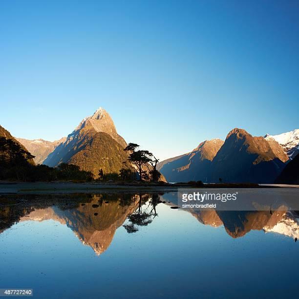milford sound square - alpes do sul da nova zelândia - fotografias e filmes do acervo