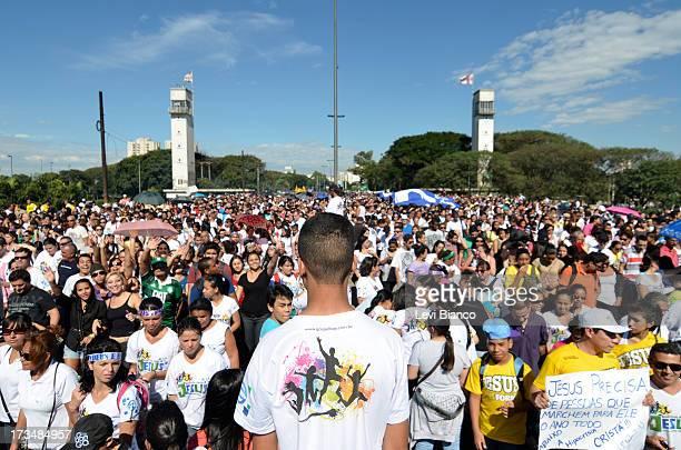 CONTENT] Milhares de evangélicos participam da Marcha para Jesus 2013 em São Paulo A multidão caminhou da Estação da Luz até a Praça Campos de...