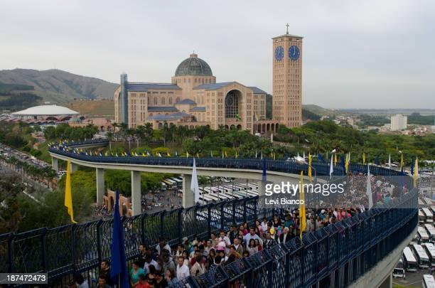 Milhares de fiéis vão ao Santuário de Nossa Senhora de Aparecida para acompanhar as celebrações do Dia da Padroeira do Brasil. | Thousands of...