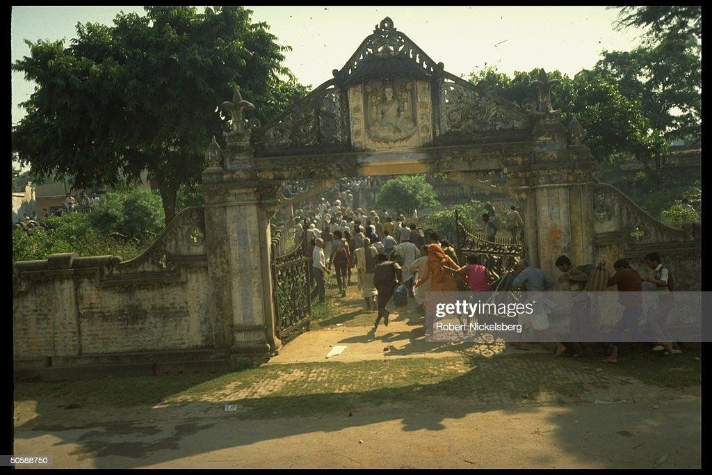 Militant Hindu activists on rampage, rio : News Photo
