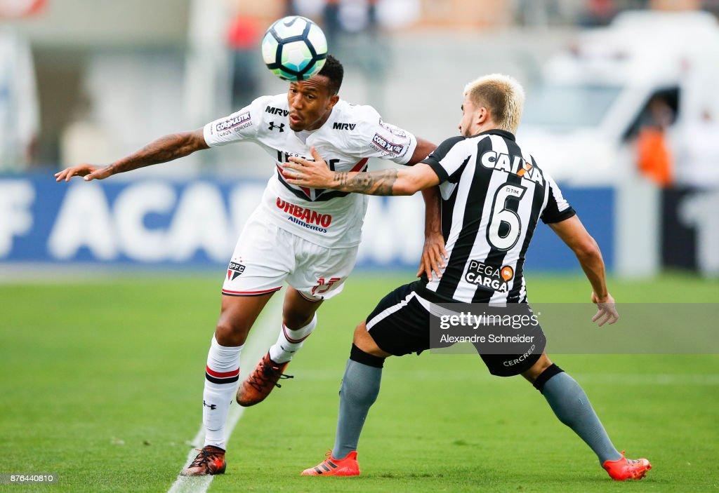 Sao Paulo v Botafogo - Brasileirao Series A 2017 : Fotografia de notícias