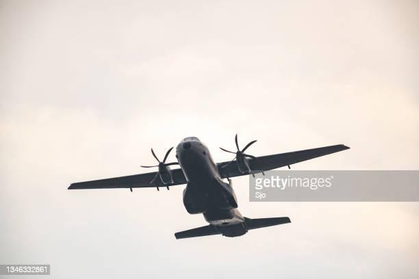 """military airplane casa c-295 flying in mid air - """"sjoerd van der wal"""" or """"sjo"""" stockfoto's en -beelden"""