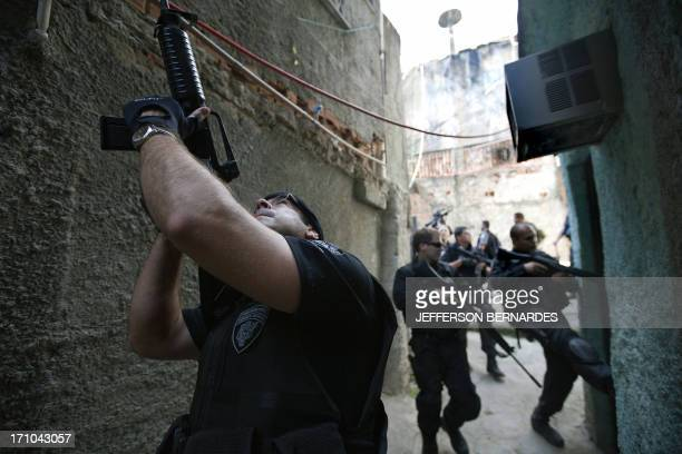 Military and riot policemen search the Morro do Alemao shantytown on November 28 2010 in Rio de Janeiro Brazil After days of preparation Brazilian...