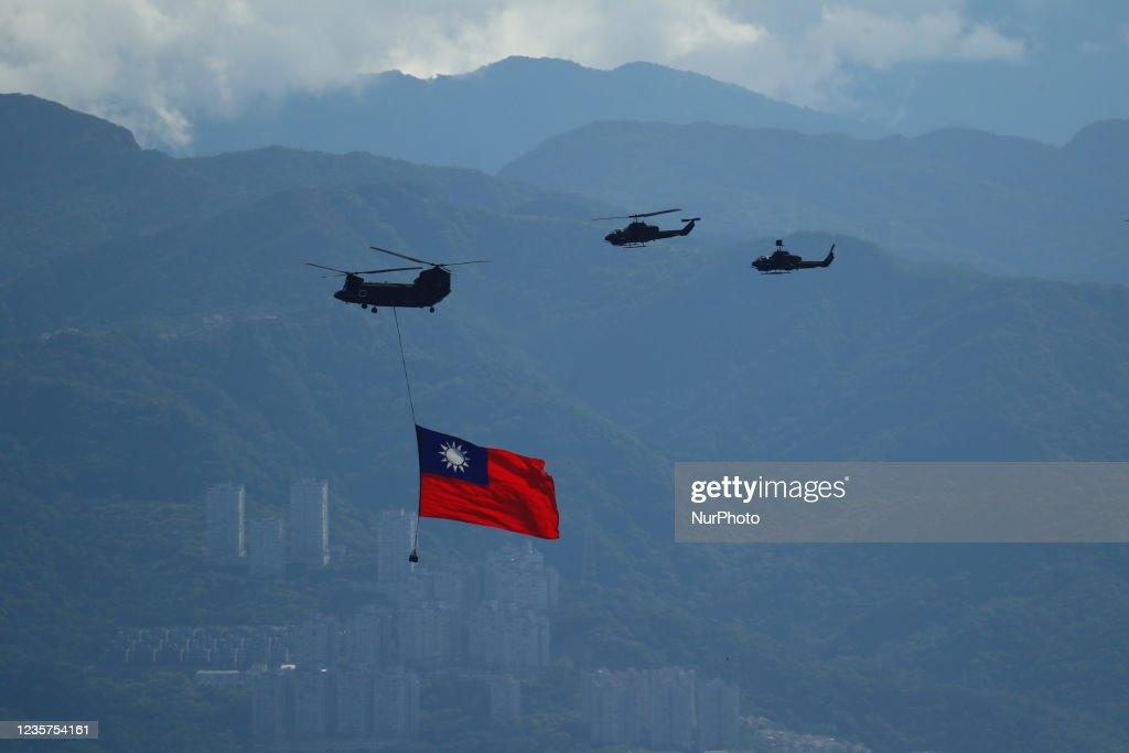 Taiwan: Flag Flyby Amid China-Taiwan Tensions : News Photo