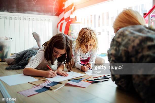 Tienda militar para colorear con los niños.