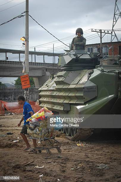 Military occupation for expulsion of traffickers and installation of Pacification Police Unit in the slums of northern Rio de Janeiro: Jacarezinho,...