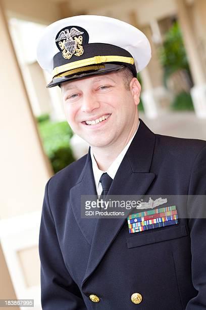 ÉTATS-UNIS. Officier militaire souriant