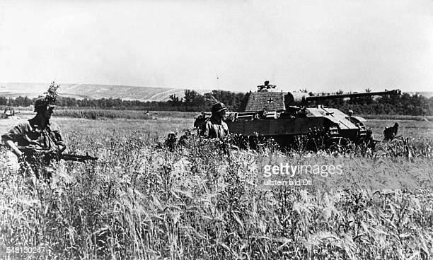 Military operations in the area of Moldavia / Ukraine a V 'Panther' tank and members of the 'PanzergrenadierDivision Grossdeutschland' are combing...