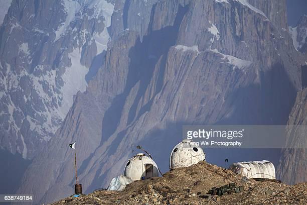 military outpost @ goro ii, central karakoram national park, gilgit-baltistan, pakistan - igloo stock pictures, royalty-free photos & images