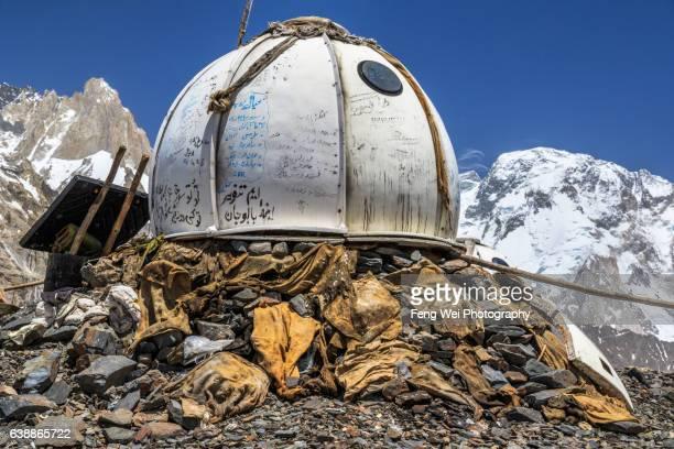 military outpost, goro ii to concordia, central karakoram national park, gilgit-baltistan, pakistan - igloo stock pictures, royalty-free photos & images
