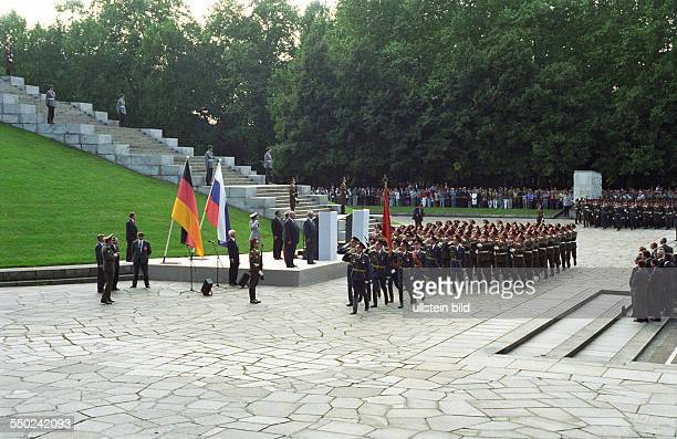 Military parade at the Soviet War Memorial in BerlinTreptow on the occasion of the farewell ceremony of Russian troops from Germany