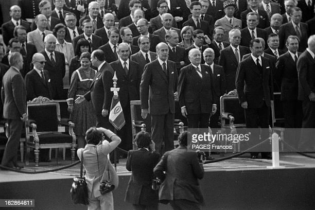 Military Parade July 14Th 1978 14 juillet 1978 défilé sur les champs Elysées Sur la tribune Simone VEIL Raymond BARRE de dos Alain PEYREFITTE...