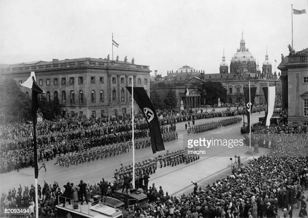 Military parade on the occasion of the ceremonial introduction of the privy council Policeformation march past Hermann Gring Unter den Linden...