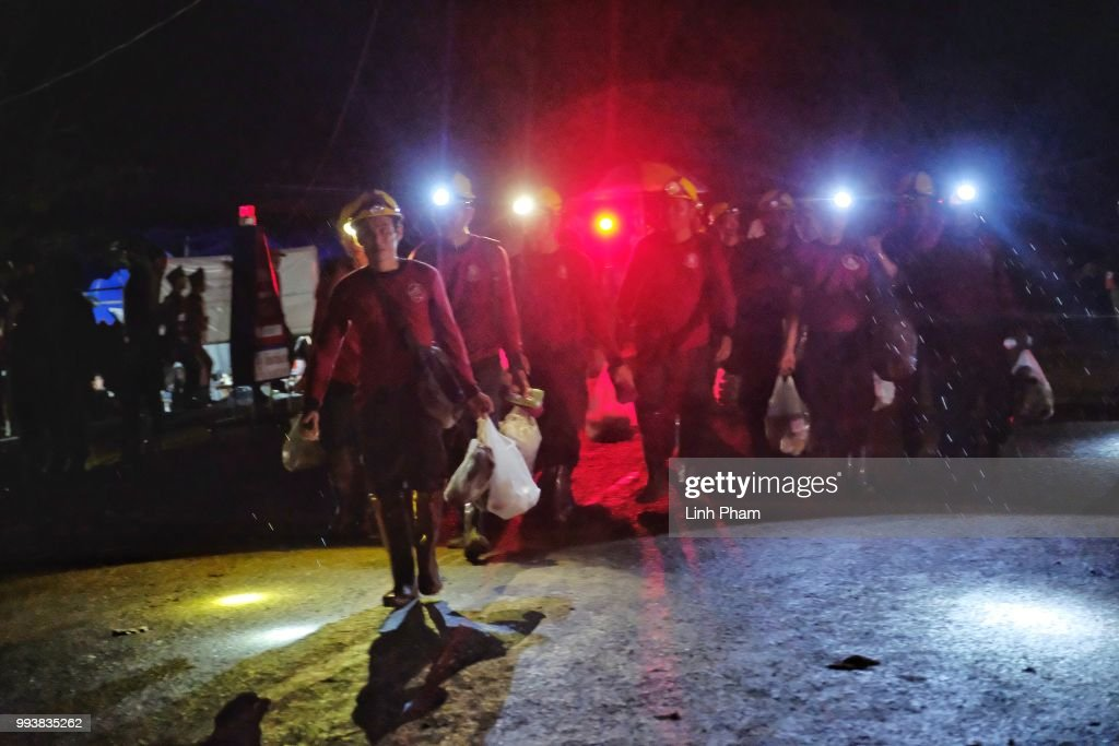 Thailand Cave Rescue For Trapped Soccer Team : Fotografía de noticias