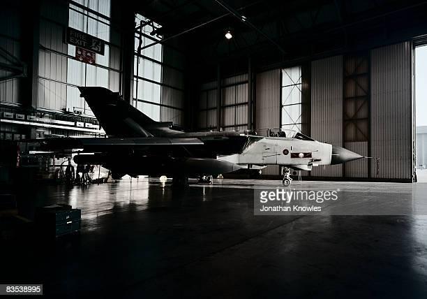 military plane - base militare foto e immagini stock